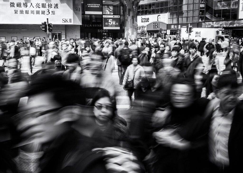 фото людей в городе для статьи
