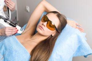 Безопасна ли лазерная эпиляция для подростков